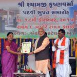 PM hands over Shyamji's reinstatement certificate to Gujarat CM