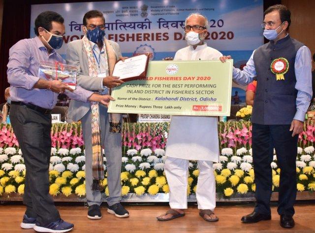 Kalahandi bags the Best Inland District award