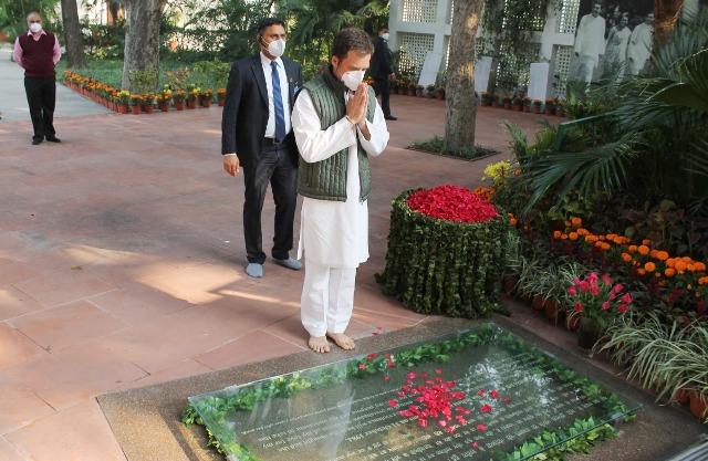 Rahul Gandhi pays tribute to former PM Indira Gandhi at Shakti Sthal