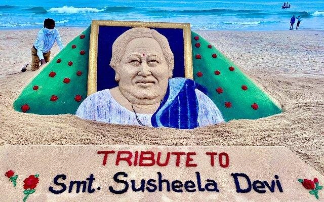 Sudarsan Pattnaik pays tribute to wife of Governor Prof. Ganeshi Lal, Susheela Devi