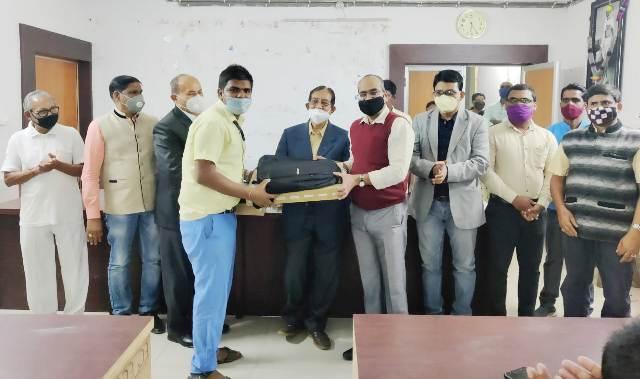 Laptop Distribution to Meritorious Students by Odisha-Mo Parivar