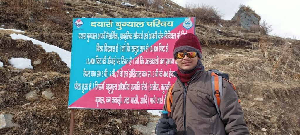 Sachin Behera Unfurls National Flag On Himalayas' Dayara Bugyal2