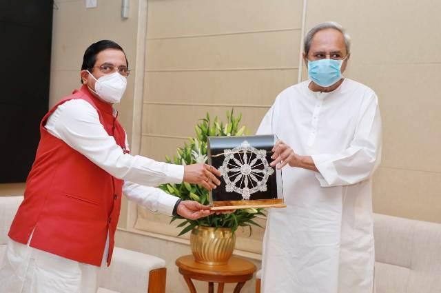 Pralhad Joshi meets Odisha CM Naveen Patnaik