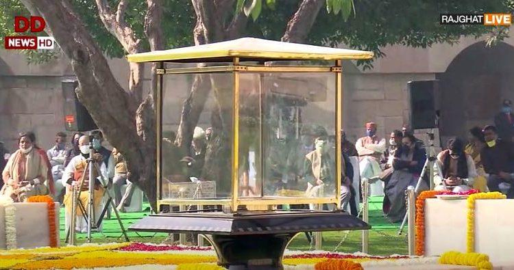 Tributes to Mahatma Gandhi at Rajghat
