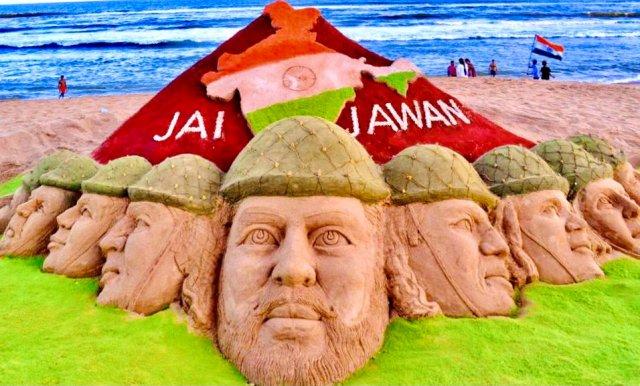 Sudarsan Pattnaik creates sand art paying tribute to Indian Army on Army Day