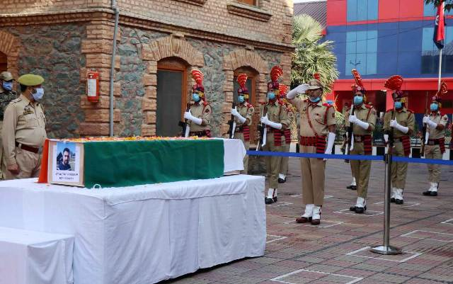 Wreath laying ceremony of J&K Police SPO Mohammad Altaf held at Srinagar
