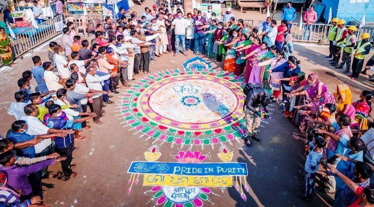 Puri Dist Admin organizes awareness program at Bada Danda to sensitise street vendors regarding cleanliness and sanitation.