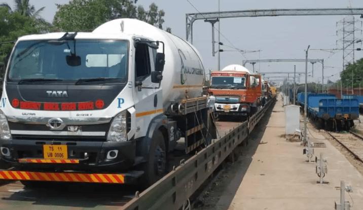 First Oxygen Express reaches Hyderabad from Odisha.