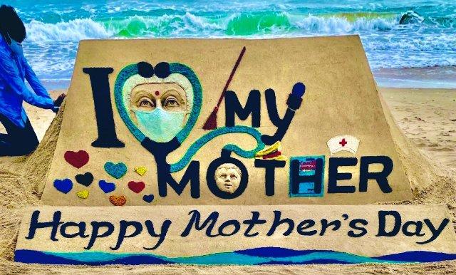 Sudarsan Pattnaik creates sand art on Mothers Day