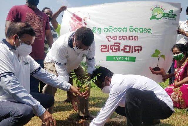 Mega Tree Plantation Drive by Odisha-Mo Parivar in Bhubaneswar