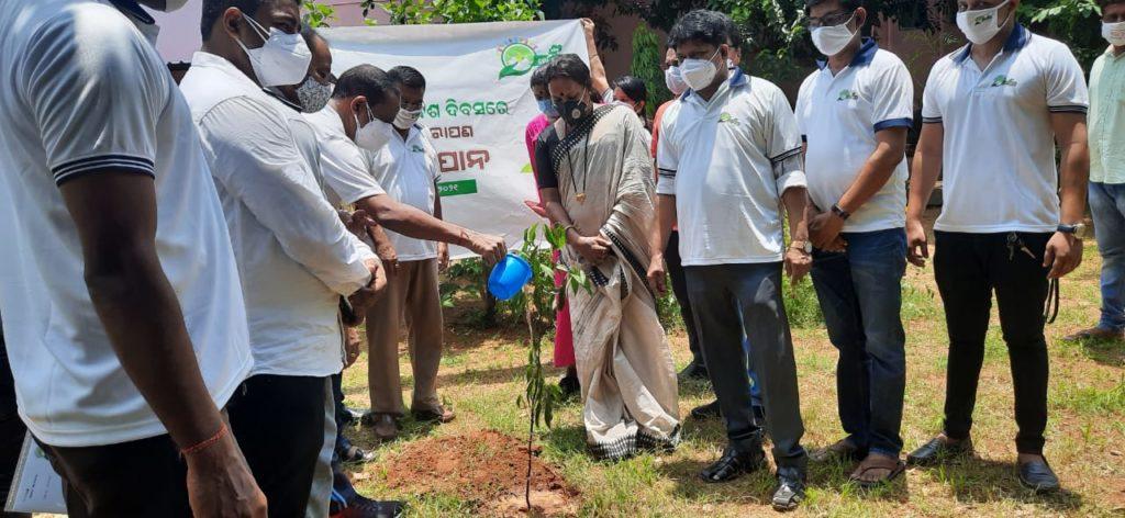 Odisha-Mo Parivar launches a mega 'Tree Plantation Drive' in Bhubaneswar