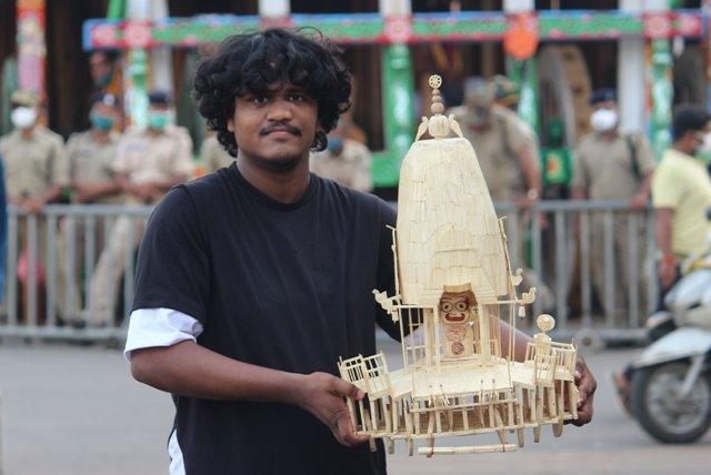 Odisha artist creates 'Taladhwaja' by using 10220 Matchsticks