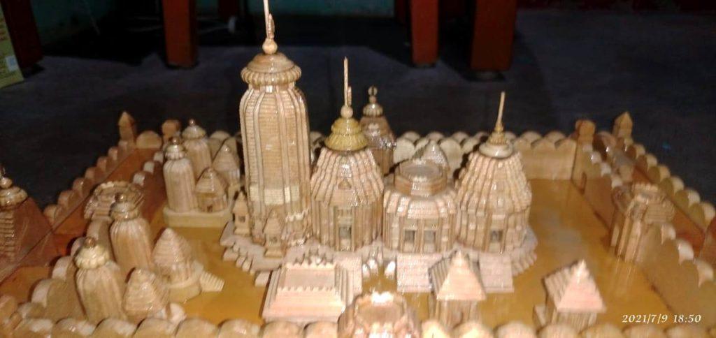Ratha Jatra-Odisha youth makes 5.6 inch model of Jagannath Temple
