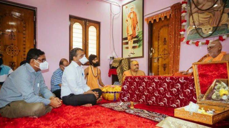SJTA Cief Krishan Kumar meets Shankaracharya of Gobardhan Peeth, Swamy Nischalalanda Saraswati; invites him to Ratha Jatra
