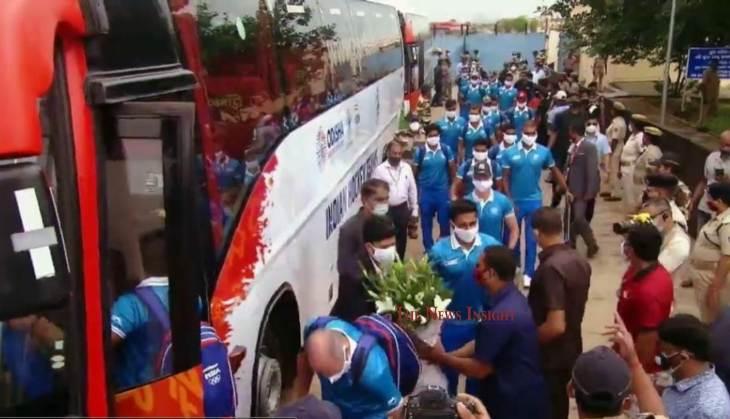 Hockey India Teams arrive at Bhubaneswar for felicitation