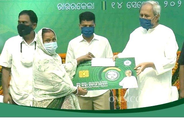 Naveen distributes BSKY Smart Health Cards in Sundargarh Dist