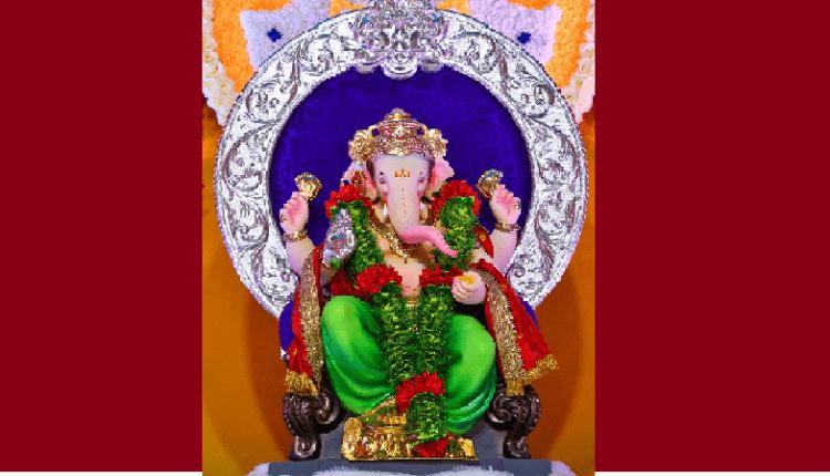 Ganesh idol of Mumbaicha Raja Mandal in Ganesh Galli being taken for immersion