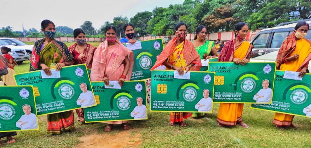 Odisha CM distributes BSKY Smart Health Cards in #Deogarh Dist